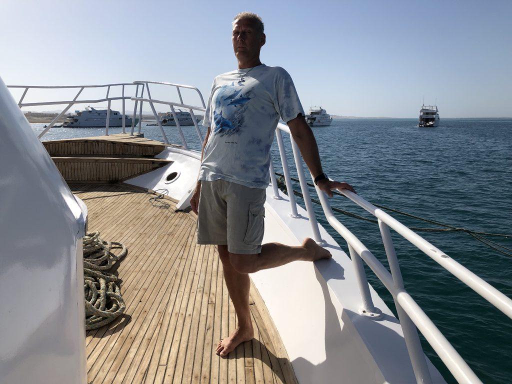 Dehung + Kraft KiD Anfänger auf dem Boot im Urlaub gegen Schmerzen am Knie und Hüfte